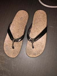 pair of brown rubber flip flops Vaughan, L6A 3T2