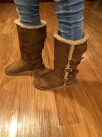 Canadian pair of brown suede boots size 7 in an excellent condition. Only worn once. Olney, 20832
