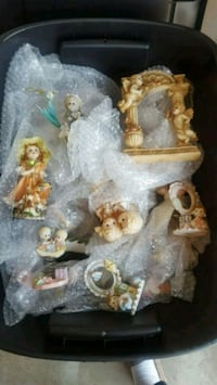 Totes of figurines and decorative miniatures  Beaumont, 92223