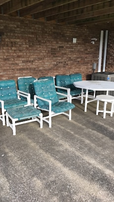 Pvc chairs loveseat table recliner in morgantown letgo for Table 9 morgantown