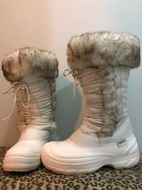 Pair of white-and-brown leather boots-Size:8 Vaughan, L4L 2Z7