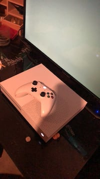 white Xbox One console with controller Upper Marlboro, 20772