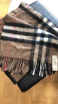 Burberry scarf - 100% cashmere Toronto, M4S 2N6