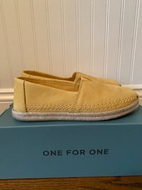 TOMS Alpargata leather slip ons Size 8