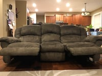 Green Recliner Couch with matching Recliner Rocket Love Seat Ankeny, 50021
