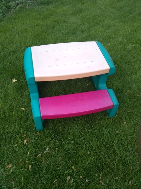Little tikes picnic table 5896348f-53e2-4982-be1b-432aaef7f4b8