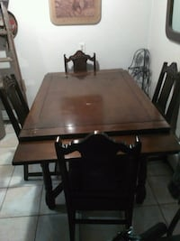 Expandeble wooden ding table London, N5V 2S3