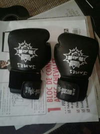 Pair of black-and-white boxing gloves 3161 km