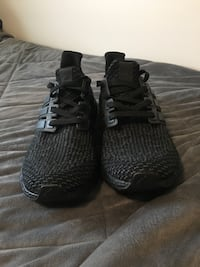 DS Triple Black ultraboosts Size 10 Langley, V2Y