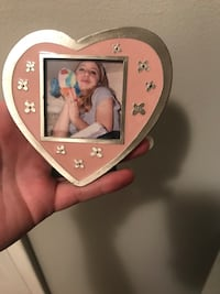 Pink heart shaped metal picture frame 2x2  Springfield, 22153