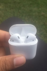 Apple AirPods (First Edition)