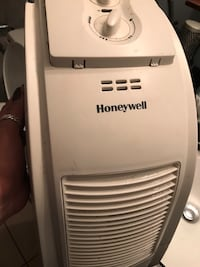 Humidifier working well just small part broken but doesn't effect the work  North Vancouver, V7K 2H4