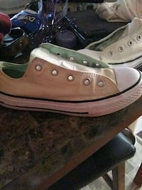 pair of gray Converse low-top sneakers New Market, 35761