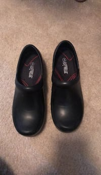 Non-slip work shoes, very comfy,  never used!  Las Vegas, 89147