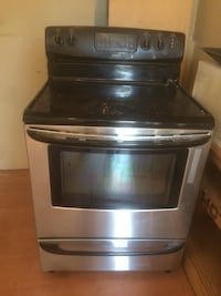 Stainless steel stove  Vancouver, V5R 2R8