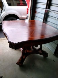 puluski heavy table set with chairs Howard County, 20794