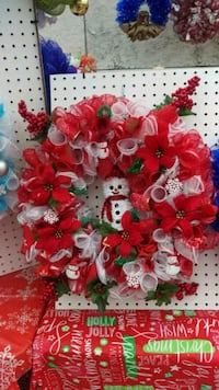 red and white mesh Christmas wreath 427 mi