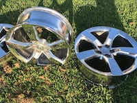 4 Rims from a Chevy Camero 2011, great condition.