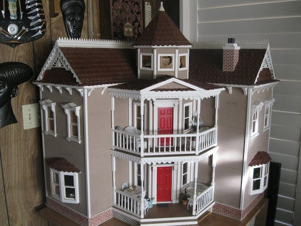 VICTORIAN MINIATURE DOLL HOUSE COMES WITH OVER $7000 miniatures inside MUST  SELL! Offers Accepted!