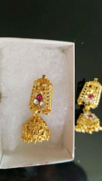 gold-colored and red gemstone pendant St. Catharines, L2M 7Y9