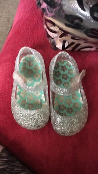 Pair of white-and-green floral flats Salinas, 93907