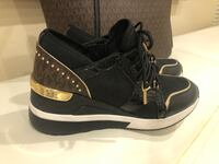 Like new Michael kors sneakers size 7