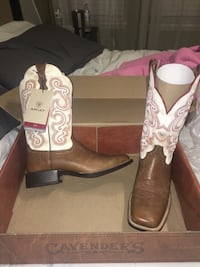 BRAND NEW ARIAT WOMENS BOOTS!!! Houston, 77049