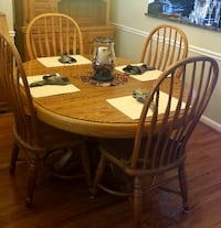 Dining Room Table/4 Chairs & Matching Hutch Germantown