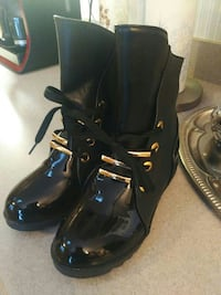 Gorgeous black leather and patent boot. Never worn
