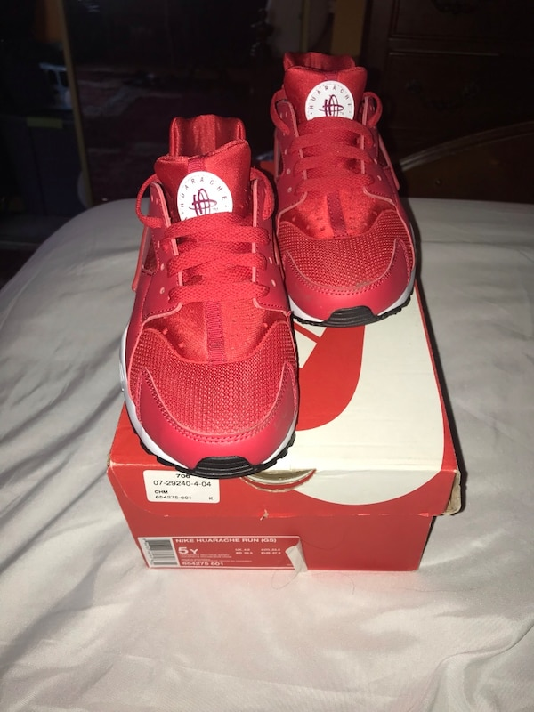 lowest price f1fda 9f3b2 Nike huaraches red and white