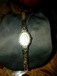 Gold ladiea watch needs a battery  Hagerstown, 21740
