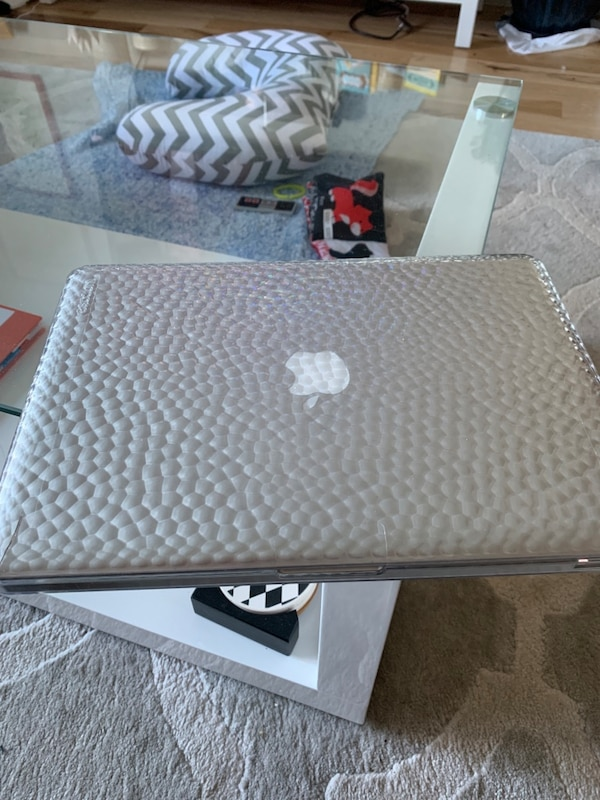 "MacBook Pro 13.3"" with 500 GB SSD 4"