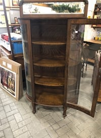 BEAUTIFUL BOWFRONT GLASS DISPLAY CABINET !