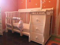 White wooden crib with changing table Tampa, 33618