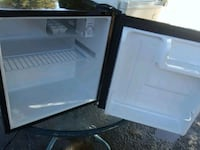Black mini fridge Fresno, 93705