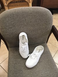 Size 9 wet seal sneakers Morehead City, 28557