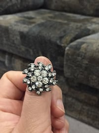 Silver-colored diamond clustered ring Vancouver, V5X 1C3