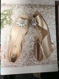 Girls special occasion shoes size 2 Mississauga, L5A 2Y4
