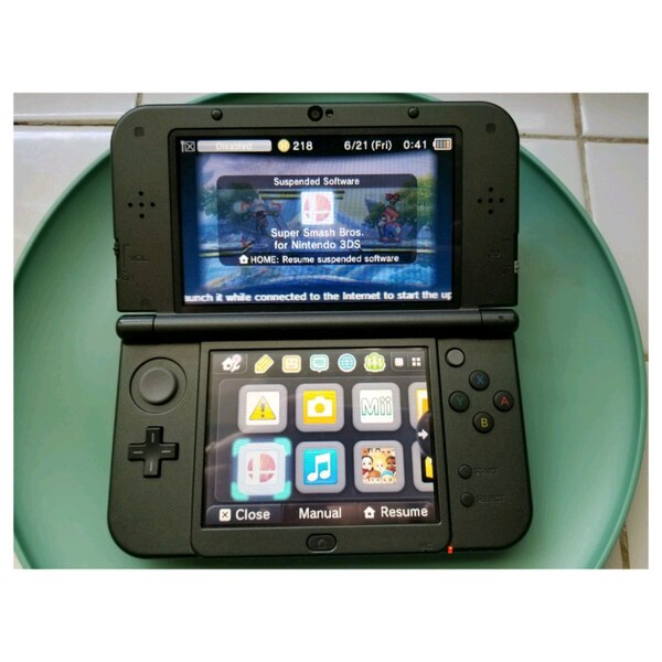 Nintendo 3ds xl like brand new! Includes 6 games!