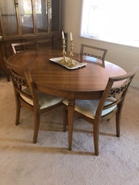 oval brown wooden table with four chairs dining set Montréal, H3C
