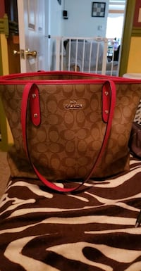 brown and pink Coach monogram tote bag Clyde, 14433