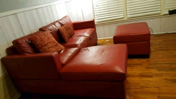 Begagnad Red Leather Sectional Couch With Ottoman Till Salu I Fort