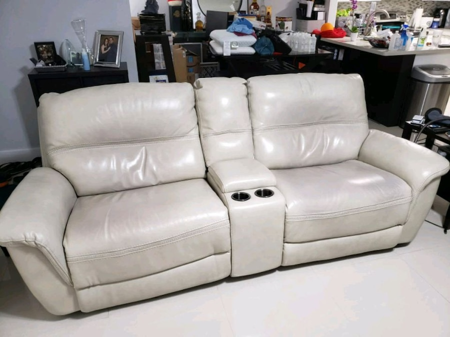 Photo Avanti two seater leather power reclining sofa with console