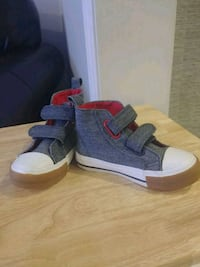 Joe Fresh shoes-Boys size 8 552 km