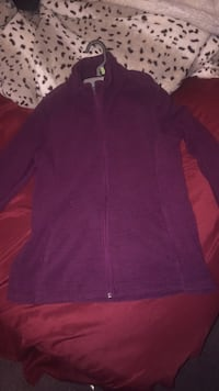 Size small sweater  Springfield, 01109