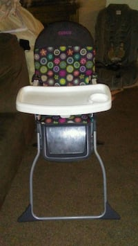 baby's white and black high chair Fresno, 93726