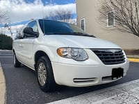 Chrysler - Town and Country - 2005 Centreville, 20120
