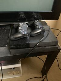 ps4 with two controllers 洛杉矶, 90024