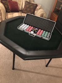 Poker table and chip set Frederick, 20024