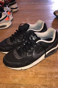 Men's Nike airmax sneakers size 9.5 black and white Rahway, 07065